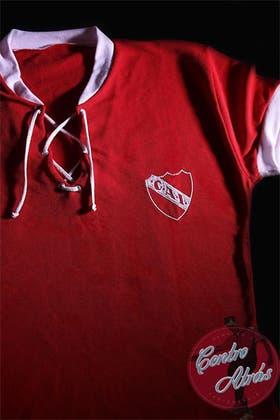 Las camisetas retro, una moda que crece en el fútbol argentino