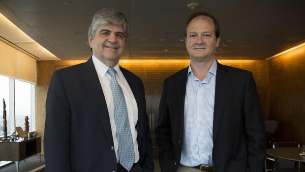 Miguel Gutiérrez y Daniel González, en las oficinas de YPF en Puerto Madero