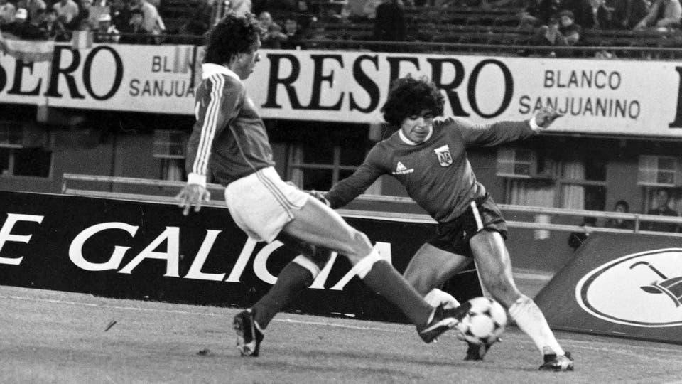 26-5-1982: último partido antes de viajar al Mundial de España, un partido de preparación contra Benfica, en River. Foto: LA NACION