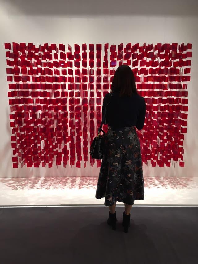 Móvil de Julio Le Parc exhibido en Tefaf por la galería uruguaya Sur