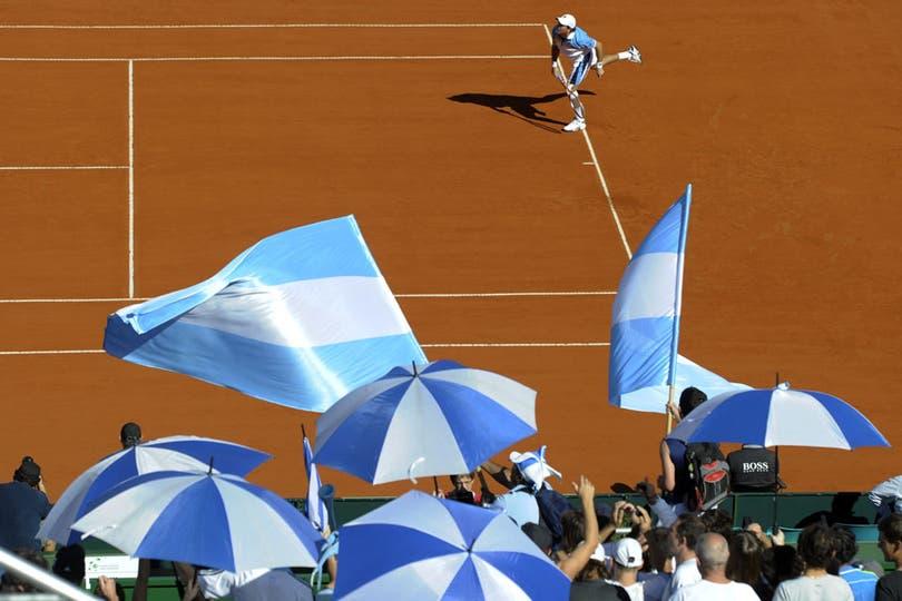 Tsonga se quedó con el primer punto de la serie ante Berlocq. Foto: AFP