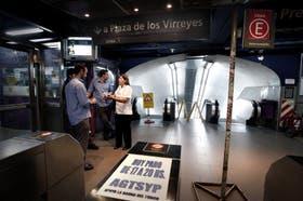 En la estación Bolívar de la línea E, los delegados cortaron el servicio