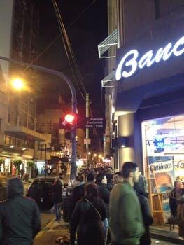 Una de las filas en el microcentro de Buenos Aires.