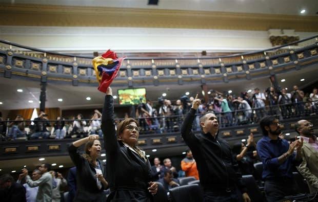 Los diputados opositores denunciaron fraude, ayer, en la Asamblea