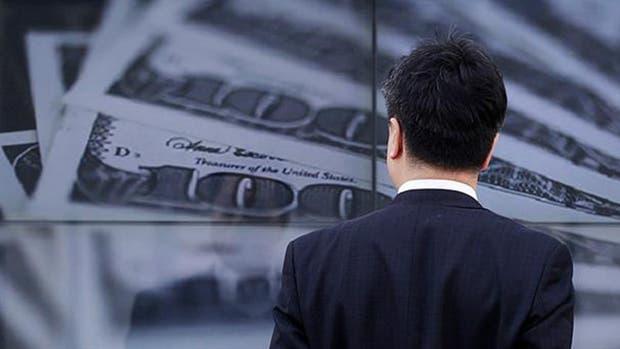El dólar paralelo baja, en otra rueda con fuertes fluctuaciones