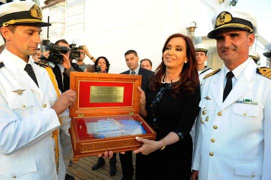 En la llegada de la Fragata, Cristina dio un discurso de neto corte político y comenzaron los festejos. Foto: DyN