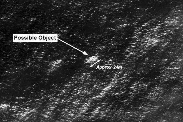 Uno de los objetos localizados en el Océano Índico, a unos 2500 kilómetros al sur de Perth, Australia, mide 24 metros de largo
