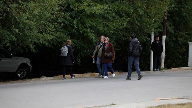 La entrada vigilada y muy poco movimiento, ayer, frente a la casa de Cristina Kirchner en El Calafate
