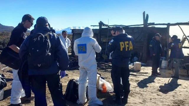 Los peritajes de miembros de la Policía Científica y de la Federal en la vivienda de una mapuche, en Cushamen
