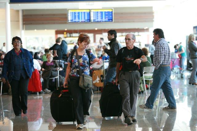 El recargo del 20 por ciento aplicará ahora para pasajes con destino fuera del país y paquetes turísticos de viajes al exterior