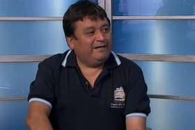 Luis Suárez, ahora ex cantinero de la Fragata, denunció que lo despidieron por criticar al Gobierno ante la prensa