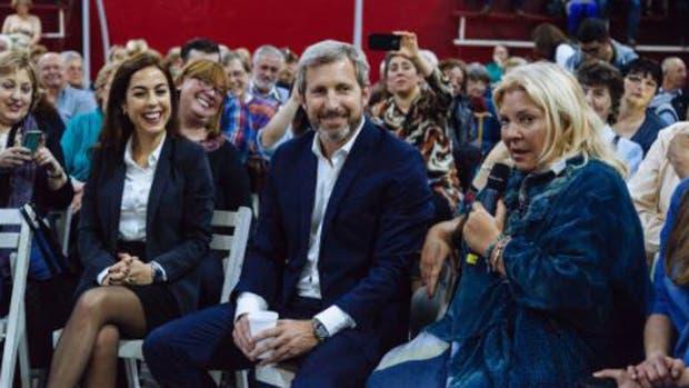 Joanna Picetti junto con su ex jefe Rogelio Frigerio y Elisa Carrió