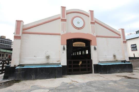Además del edificio principal, hay varias dependencias, entre ellas las caballerizas de cada uno de los escuadrones. Foto: LA NACION / Guadalupe Aizaga