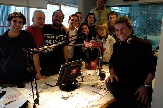 Badía junto con su equipo de producción en 2005 (13/12/2005). Foto: Archivo
