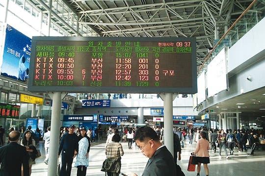 En horario. La estación de trenes de Seúl. Foto: Corbis