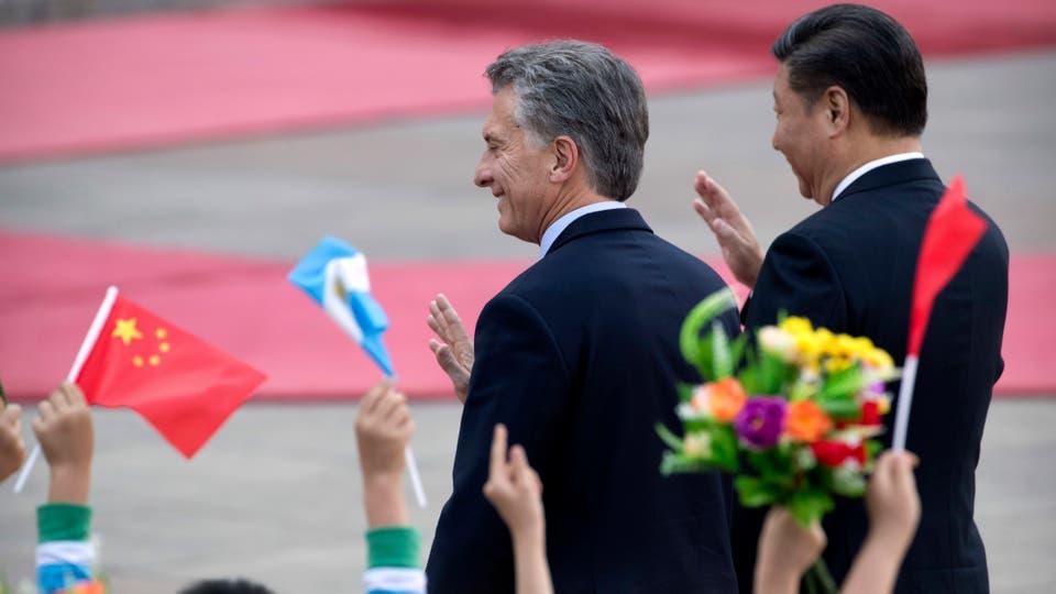 Mauricio Macri y Xi Jinping saludan en el cierre de su visita oficial a China. Foto: AP