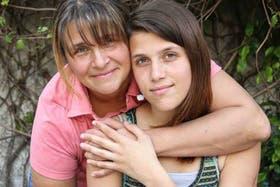 Camila Speziale junto a su madre Paula