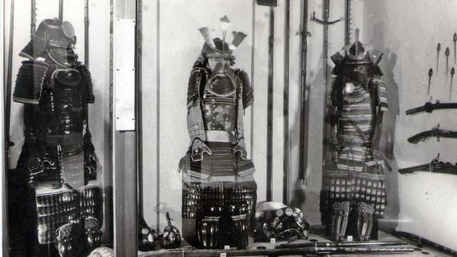 Armaduras de samurai y armas de Japón del siglo XIX. Foto: Museo Nacional de Arte
