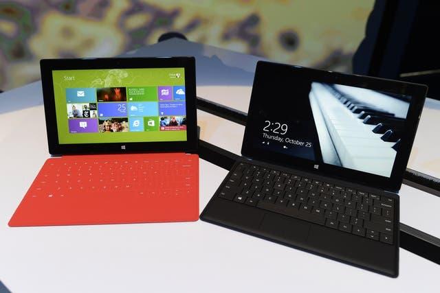 La tableta Surface con Windows 8 RT, una de las estrategias de la compañía que ahora apuesta a fabricar su propio hardware