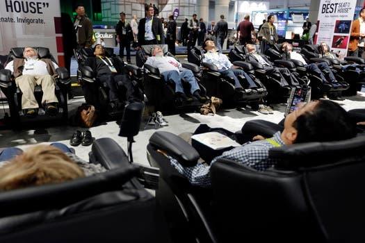 Los sillones masajeadores de Panasonic fueron la atracción de los visitantes de la feria CES 2015. Foto: AP