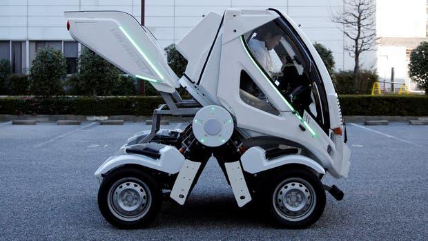 Crean un auto plegable inspirado en los robots japoneses Gundam
