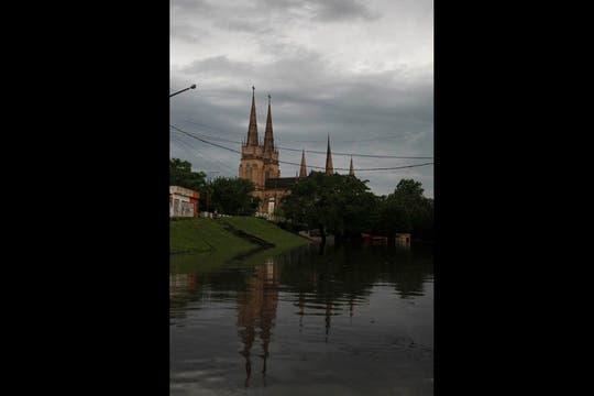 El río Luján no para de crecer: el nivel del agua ya superó los 3,90 metros. Foto: LA NACION / Santiago Filipuzzi