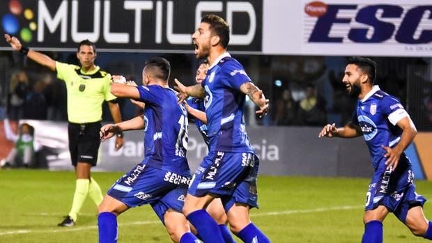 En la última jugada, Atlético Rafaela se lo ganó a Atlético Tucumán