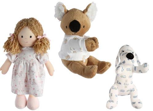 Súper tiernos: muñeca ($120), koala ($94) y perrito ($94) de Babycottons. Foto: lanacion.com