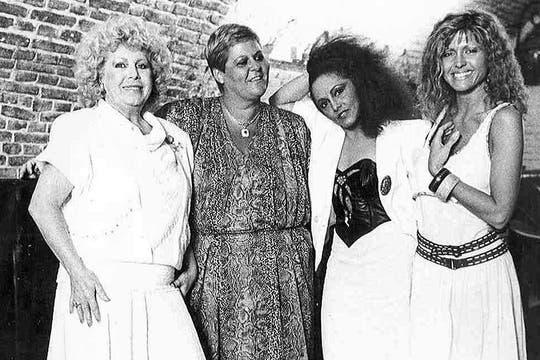Raval, junto con las cantantes María Martha Serra Lima, Tormenta y Silvana di Lorenzo. Foto: Archivo