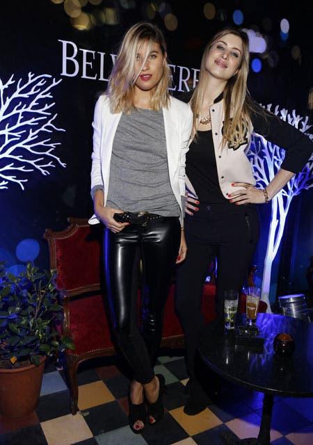 Cintia Garrido y Soledad Ainesa, súper cancheras, con jeggings, blazer y ambas con las uñas coloradas. Foto: /Gza. Feedback PR