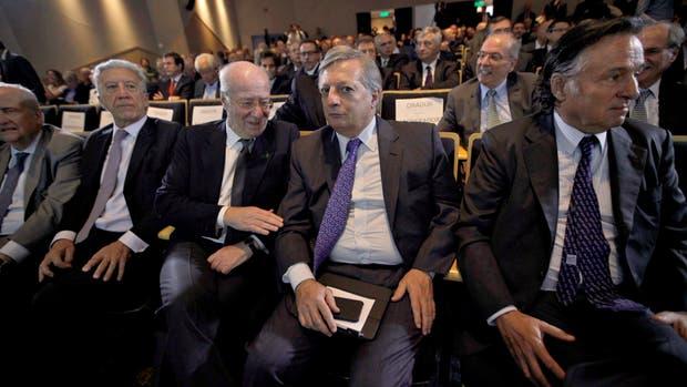 Pagani, Campos, Rocca, Aranguren y Marcelo Martínez Mosquera, de la UIA, ayer, en el encuentro de AEA