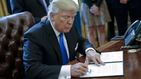 Donald Trump firmó hoy dos órdenes ejecutivas para resucitar los polémicos proyectos de los oleoductos Keystone XL y Dakota Access