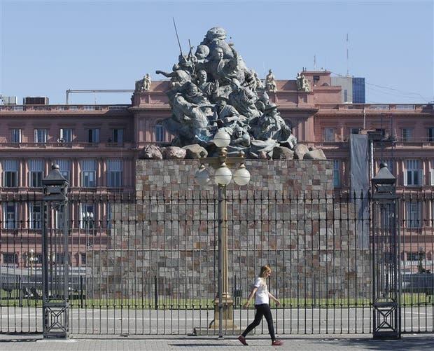 El monumento de Juana Azurduy se despedirá de la Casa Rosada