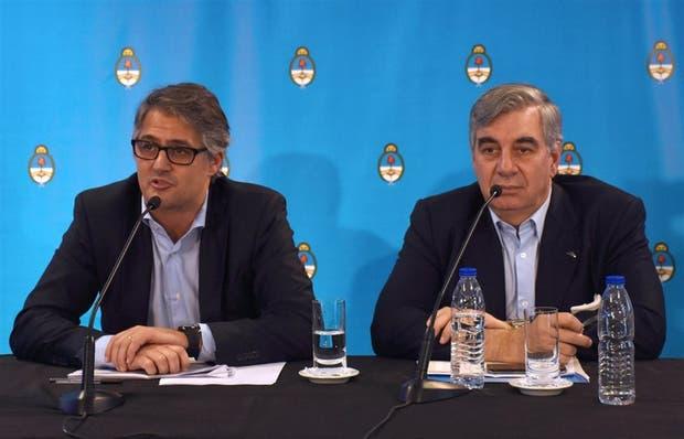 Diego García y Mario Dell'Acqua, director comercial y presidente de Aerolíneas, en Córdoba
