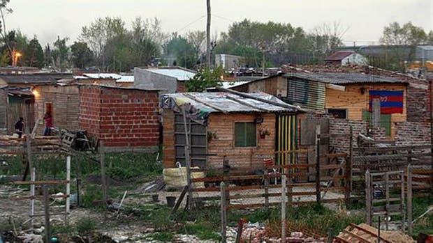 Bajo la pobreza y la indigencia en la Ciudad