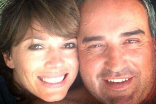 La feliz pareja ya no tiene problemas en mostrar su amor
