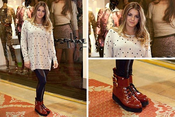 Con un sweater largo, calzas y botas rojas, Natali Perez también pasó a conocer la colección de Josephine B. Foto: Mass Grupo PR