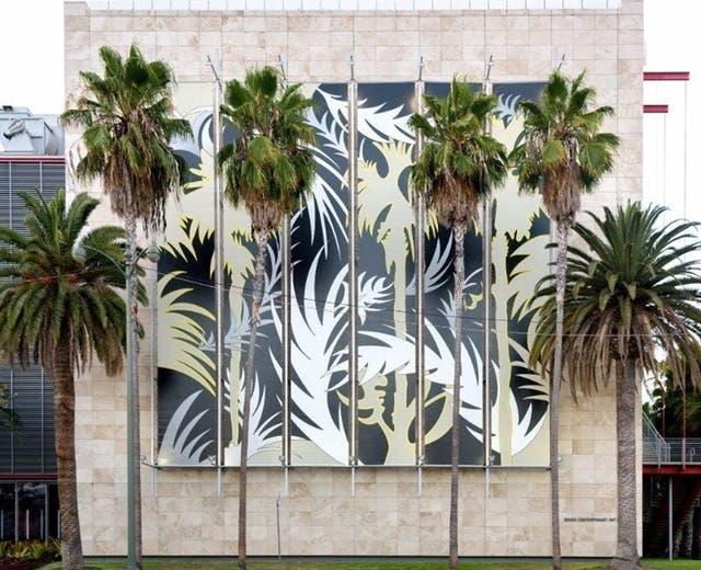 Intervención de Dolores Zinny y Juan Maidagan en la fachada del Lacma