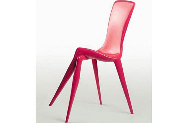 Una silla muy original, con tres patas. Foto: Mundochica.com