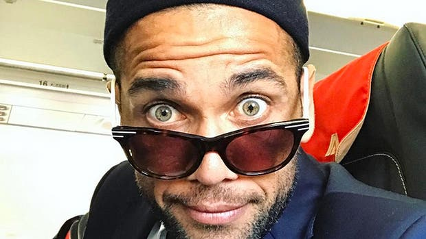 Dani Alves se iría a la Premier League