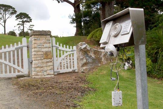 Intercomunicador roto de la mansión. Foto: Reuters