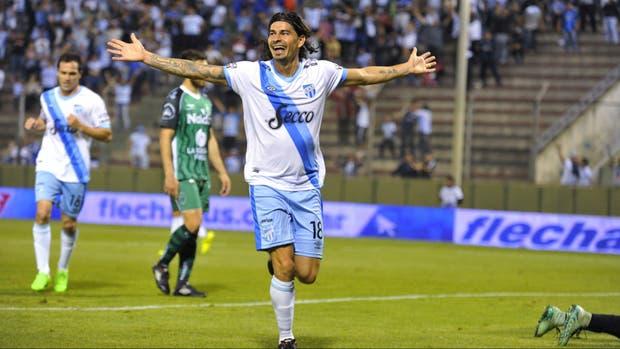 Ismael Blanco celebra el segundo gol del Decano en Salta