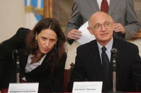 La embajadora Cecilia Nahón, junto al Canciller Héctor Timerman