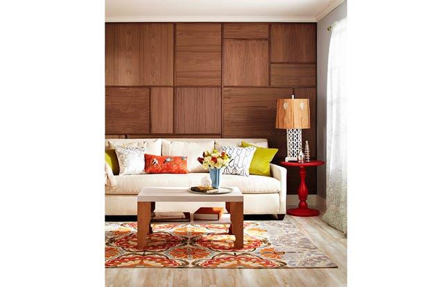slida y moderna la pared revestida en madera de nogal se lleva todos los aplausos en esta ambientacin de estilo foto bhgcom