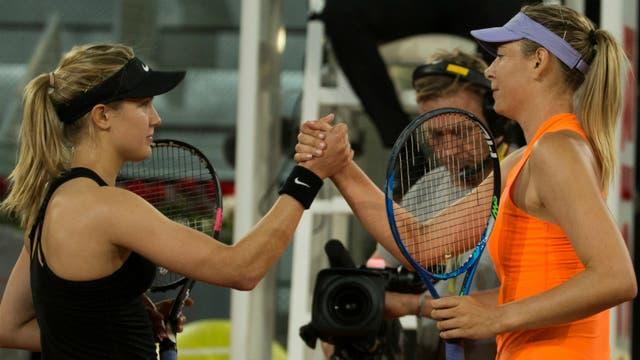 El saludo final entre Bouchard y Sharapova