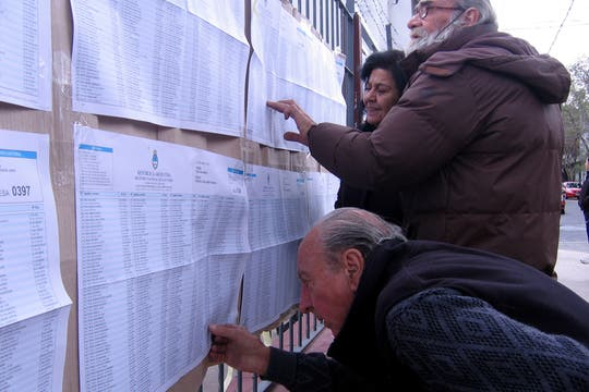Los votantes se acercaron a las escuelas desde temprano. Foto: LA NACION / Ricardo Pristupluk