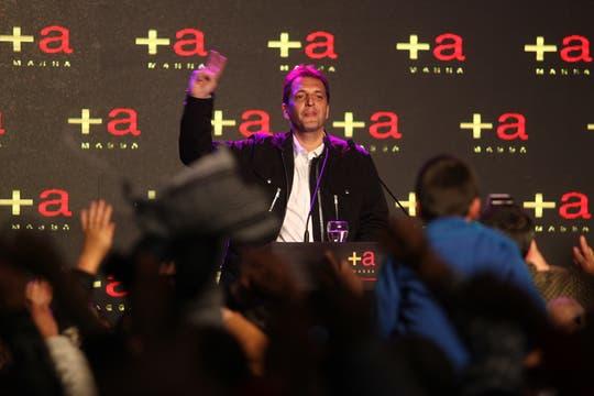 """El massismo armó una fiesta para todos los presentes; cánticos de cancha, globos y banderas, muchas fórmulas """"+ a"""" y un recital de Damas Gratis, coronaron la velada. Foto: LA NACION / Ezequiel Muñoz"""