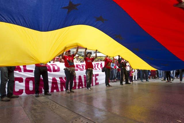 Una multitud acompañó a Maduro mientras inscribía su candidatura