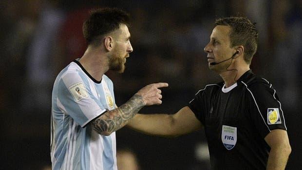 El enojo de Messi con el árbitro asistente