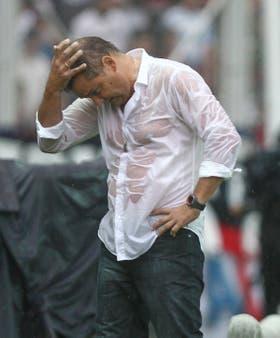 Aguirre, DT de un equipo que se desvanece